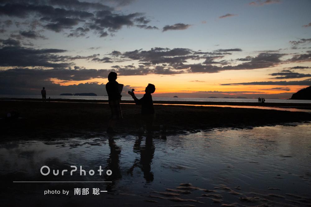 夕方の浜辺でプロポーズ☆!カップルフォトの撮影
