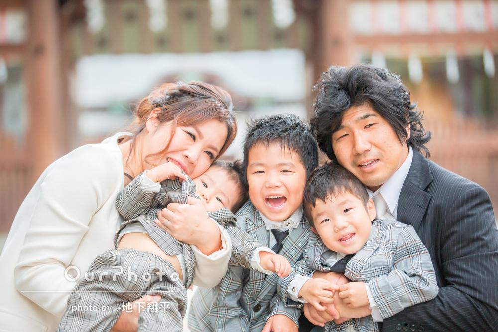 笑顔いっぱい!家族で3兄弟のお兄ちゃんの七五三参り出張撮影