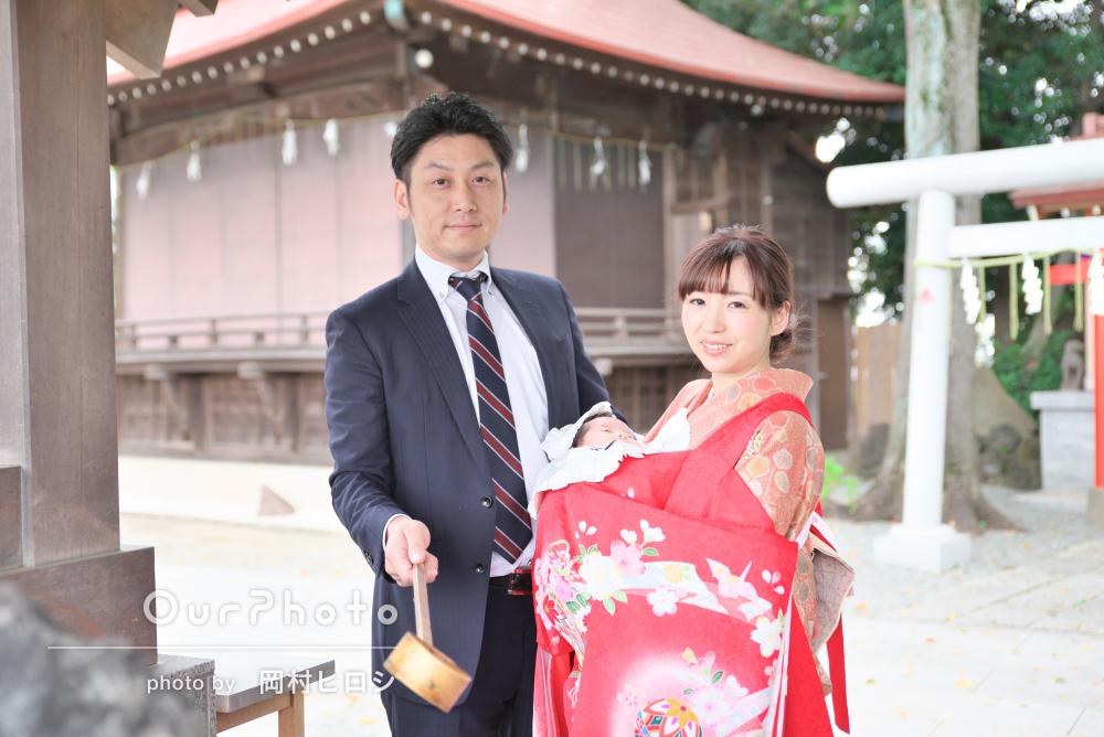 お子様への愛を込めて色鮮やかな神社でお宮参りの撮影