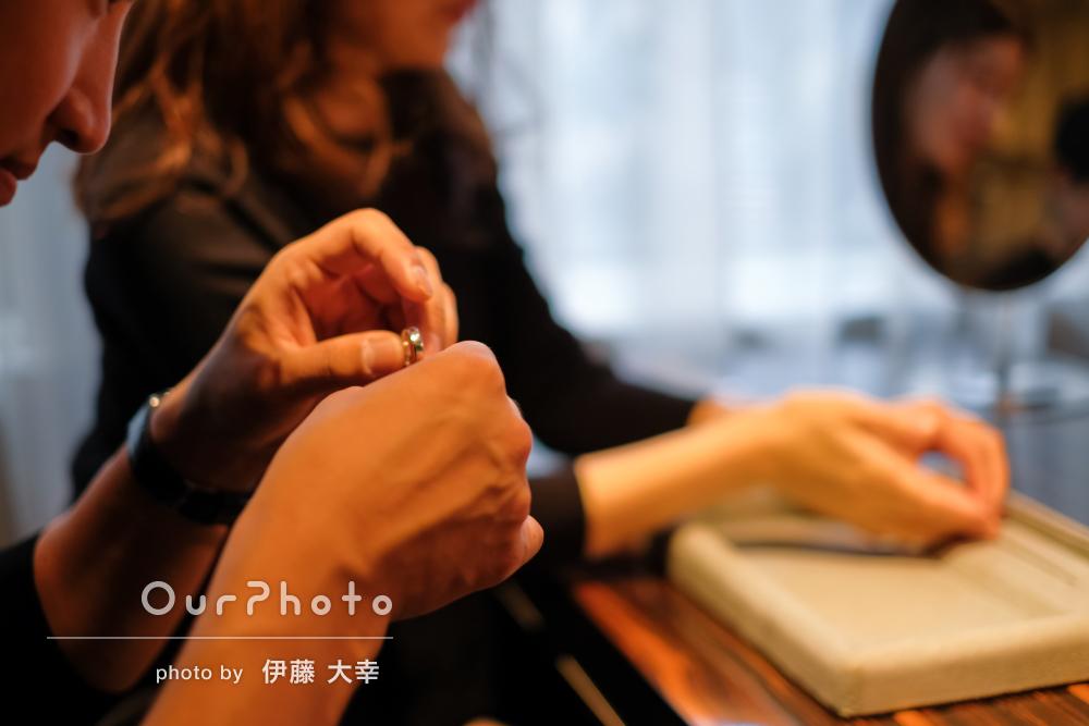 結婚指輪を探すところを♡記念に残るカップルフォトの撮影