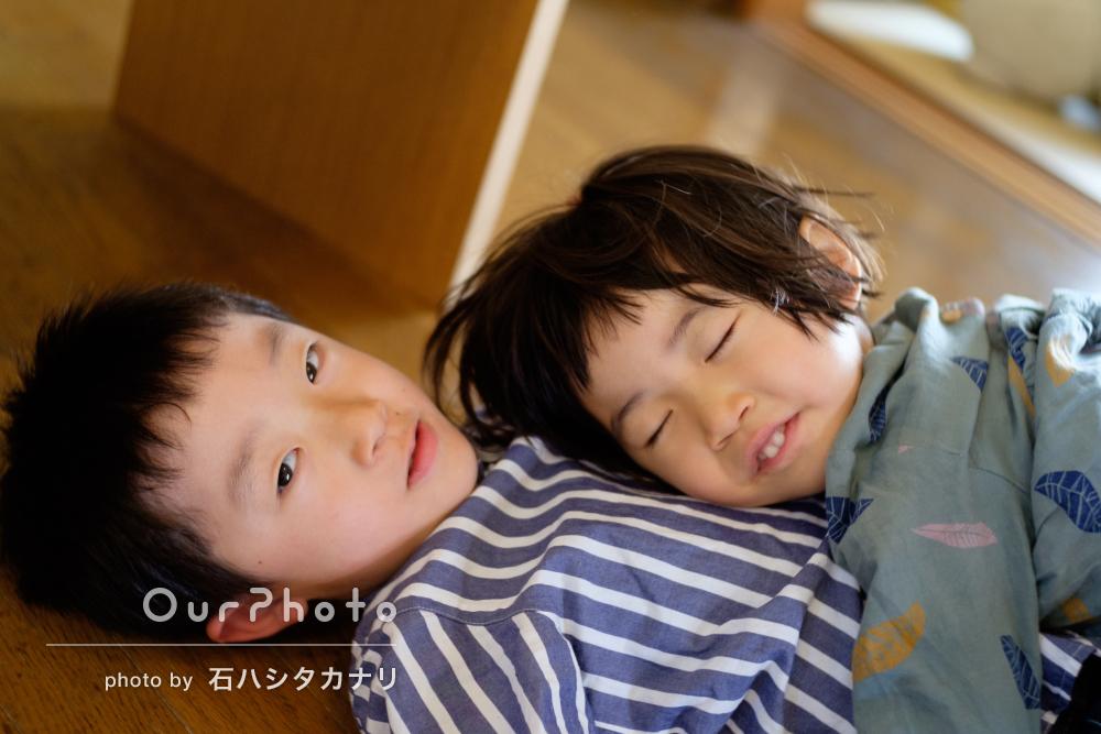 日常のじゃれあいを子ども目線できれいに!家族写真の撮影