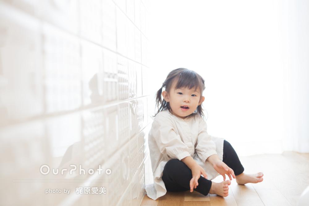 人見知りのお子様もすぐに笑顔!ご自宅で2歳のバースデーフォト撮影