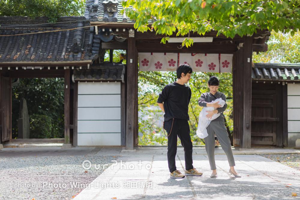 「フォトスタジオより自然な雰囲気の家族写真に」お宮参りの撮影