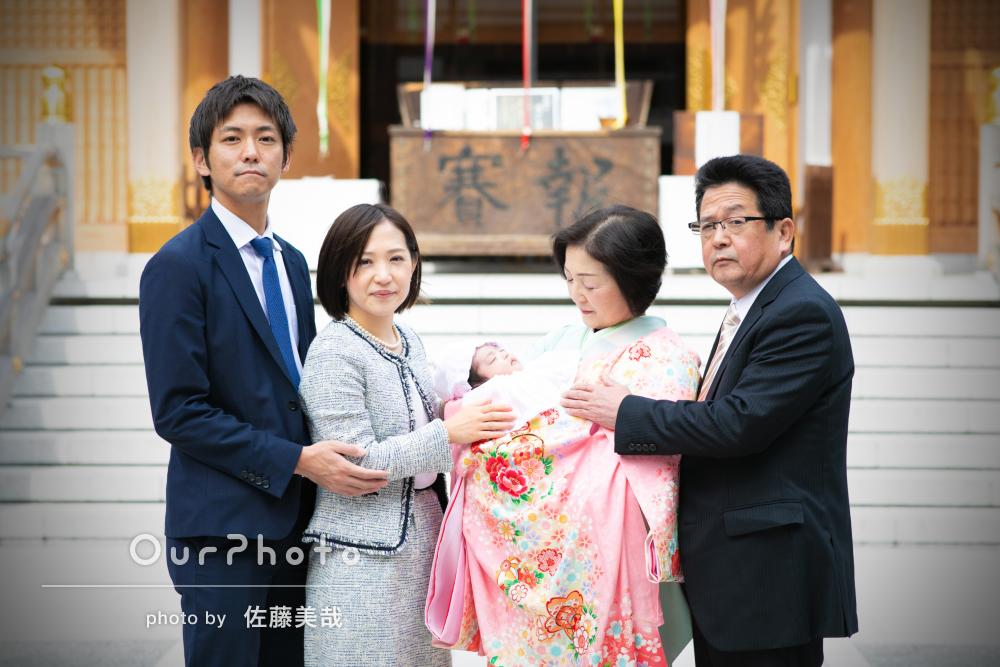 落ち着いた雰囲気で家族5人のお宮参りの撮影