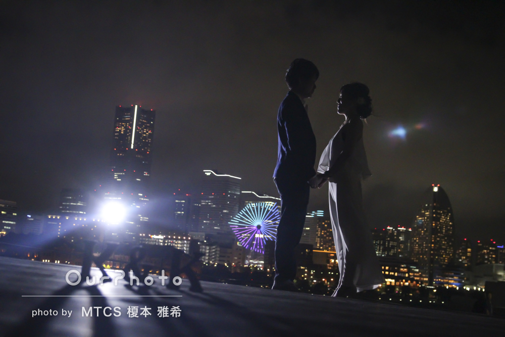 夜景の中で!ロマンチックなフォトウェディングの撮影