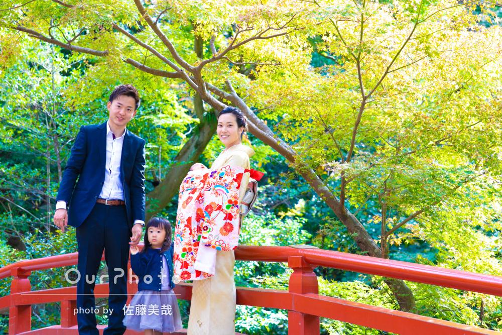 色鮮やかで美しい、家族の絆が感じられるお宮参りの撮影