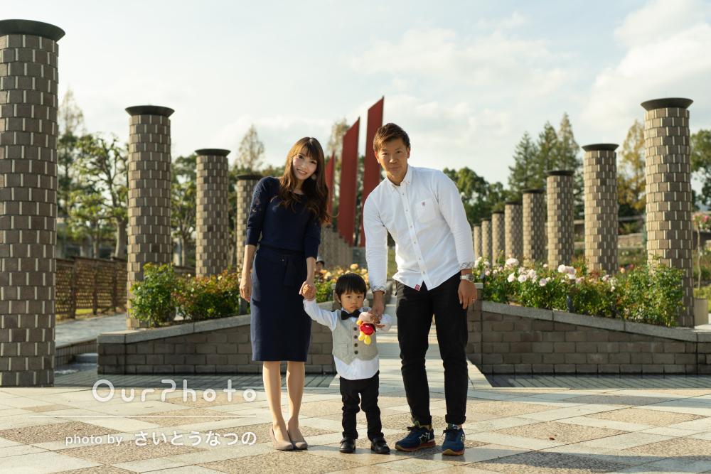 年賀状にも!秋の公園で薔薇と一緒に家族写真の出張撮影