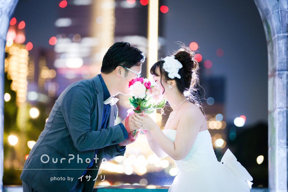 街中でロマンチックにウェディングフォトの撮影