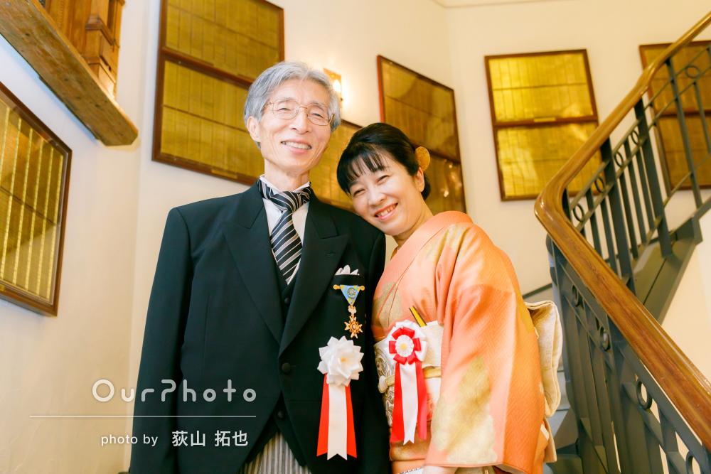 ご主人の記念日に晴れ着で自然なご夫婦の写真を撮影