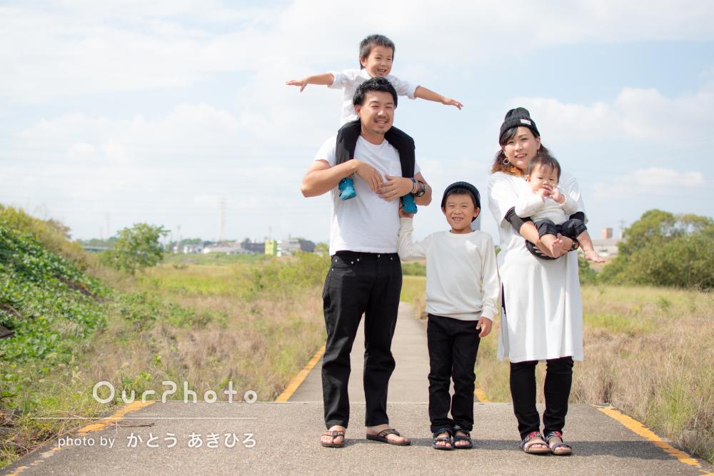 「子供達もとても懐き楽しい雰囲気」誕生日記念に家族写真
