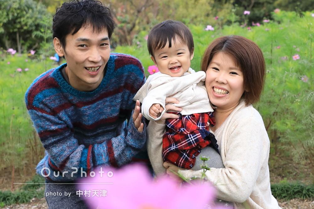 「すぐに緊張がほぐれすぐニコニコ笑顔」1歳記念に家族写真の撮影