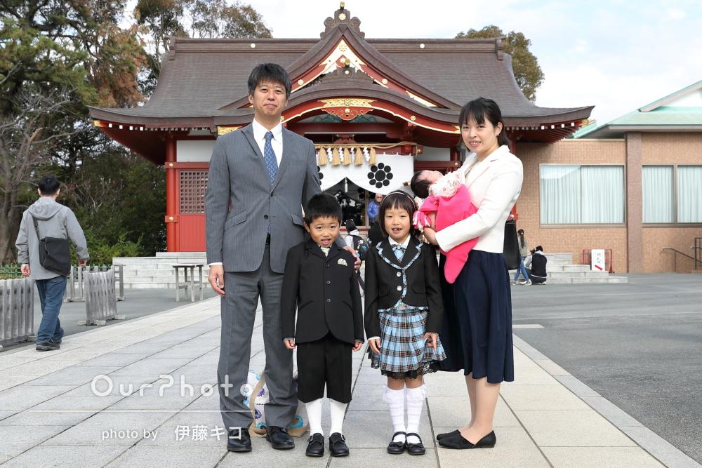「人見知りな息子もすぐ慣れていました」神社でお宮参りの記念写真