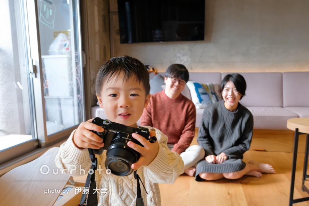 「将来はおにいさんのようなカメラマンに」自宅と近所で2歳誕生日の撮影