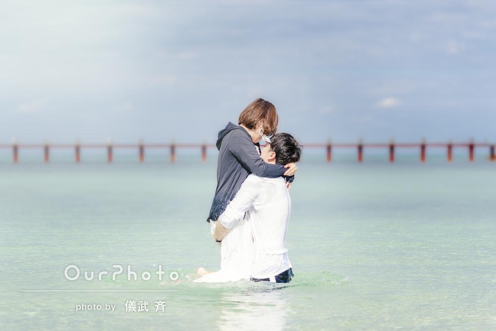沖縄のビーチで!2人だけを写し出すカップルフォト出張撮影