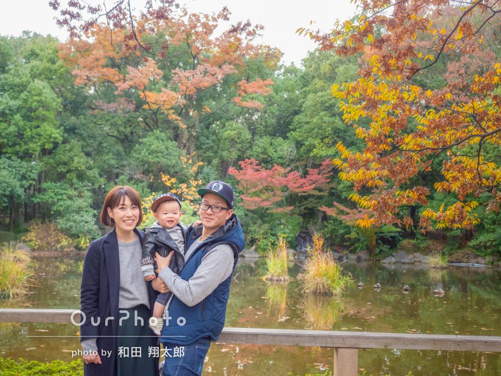 1歳のお誕生日記念に公園でカジュアルな家族写真の撮影