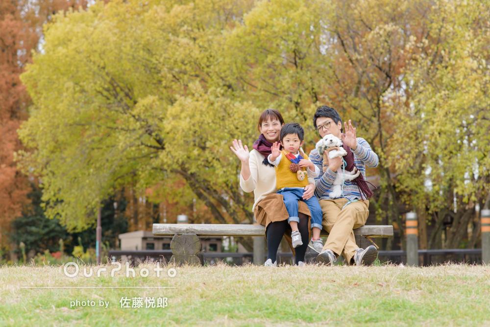 「自然な笑顔と元気さが伝わる」公園でのカジュアルフォト