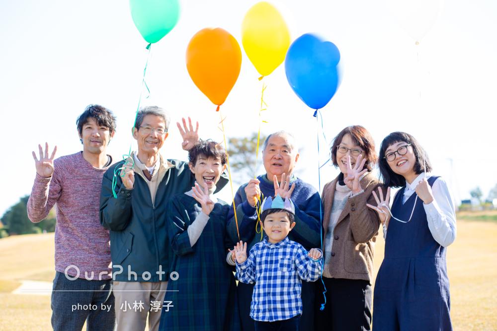 「家族全員が笑顔」祖父母様も一緒に4歳誕生日記念のカジュアルフォト