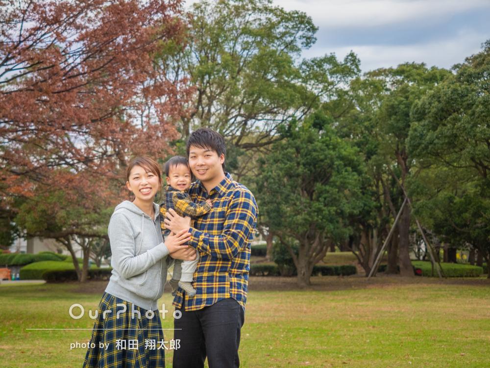 タータンチェックのリンクコーデでまとまり感ある家族写真