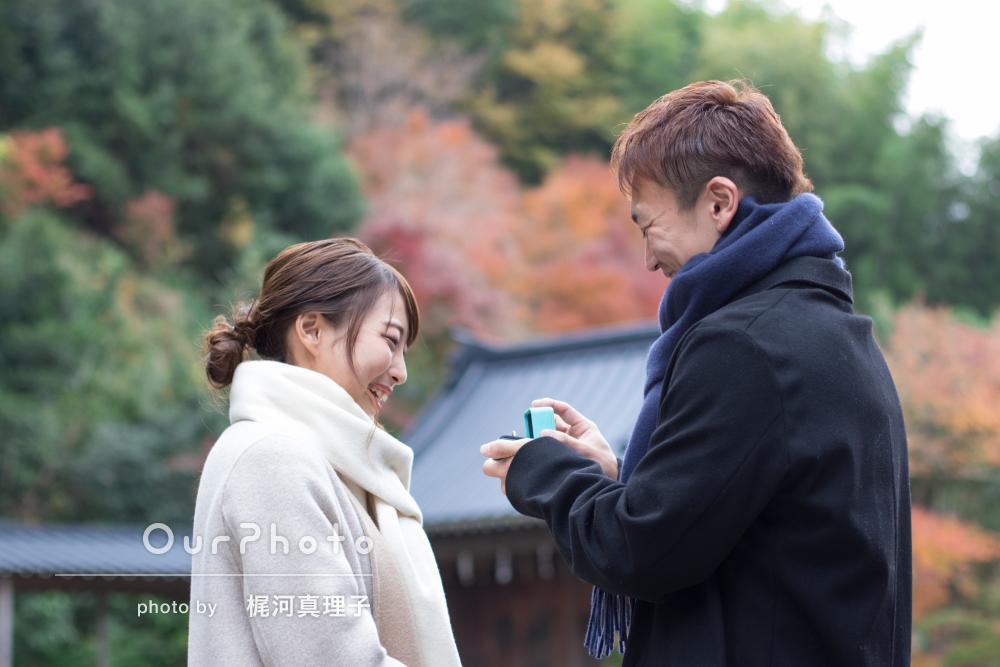秋の温泉旅行先でプロポーズの記念に!カップルフォトの撮影