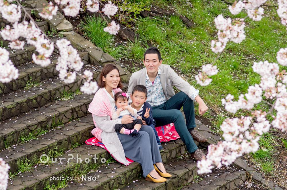 「4月生まれの子供達の誕生日記念に撮っていただきました」春爛漫!家族写真の撮影