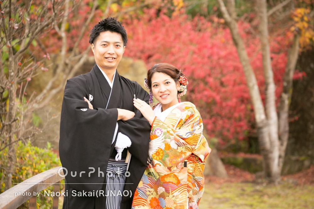 紅葉を背景に!色打掛と紋付羽織袴の和装で結婚式前撮り
