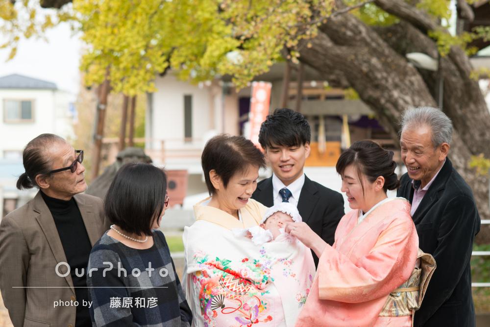 緑が綺麗な神社で祖父母もみんなそろって!お宮参りの撮影
