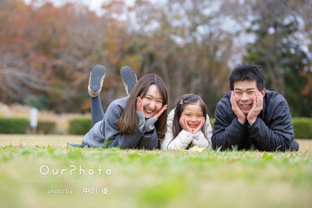 「見慣れた景色も新鮮に見えました」自然で優しい雰囲気の家族写真