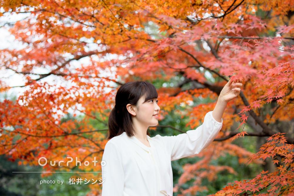 「リラックスして臨めた」紅葉の中でプロフィール写真の撮影
