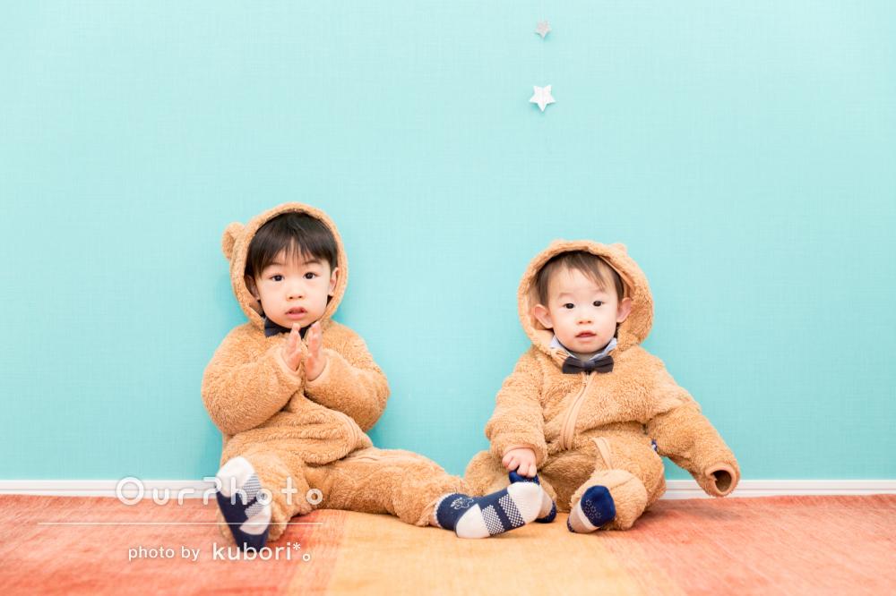 可愛いクマの衣装を着てクリスマスパーティーでの撮影