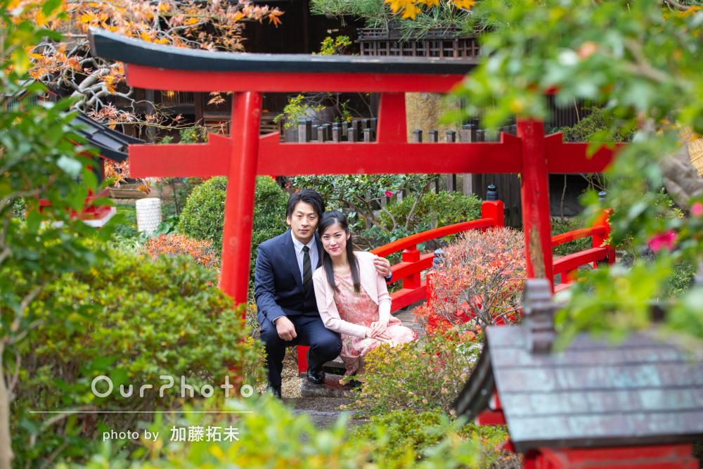 両家顔合わせ挨拶前に庭園で「表情や素敵な景色を活かす」カップルフォト