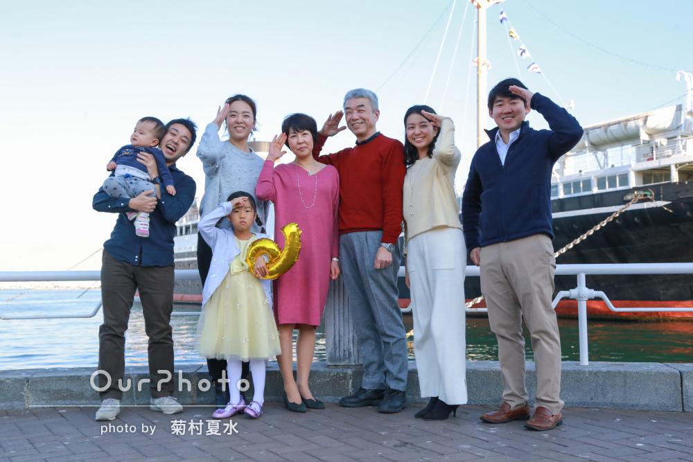 一家大集合のお正月にたくさんのお祝いを記念して家族写真の撮影