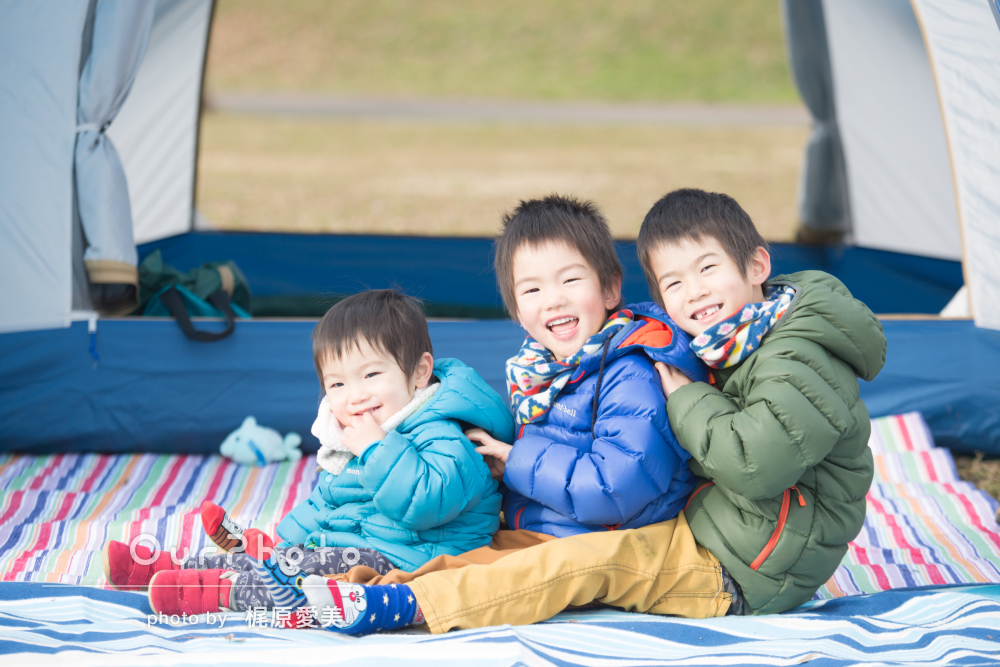 元気な3人兄弟!寒い冬でもほっこりな家族写真の撮影