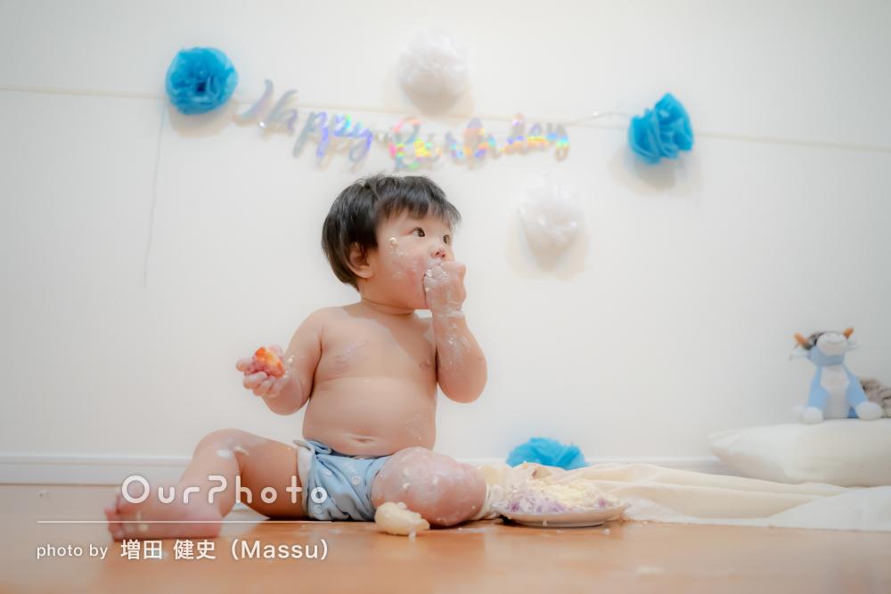 「終始笑って撮影できました」スマッシュケーキで1歳誕生日記念の撮影