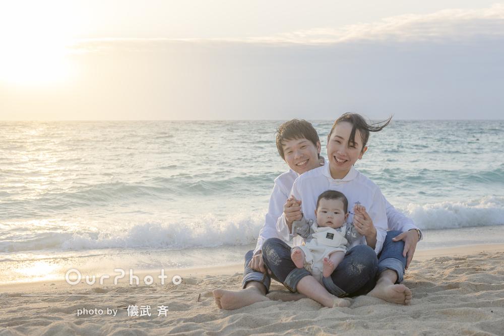 「安心感から自然体で」沖縄旅行の記念に!サンセットビーチで家族写真