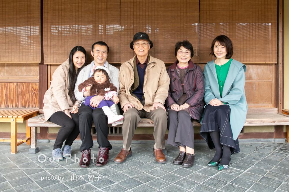 「一歳の子供とじいじとばあばで!家族全員、大満足でした」家族写真