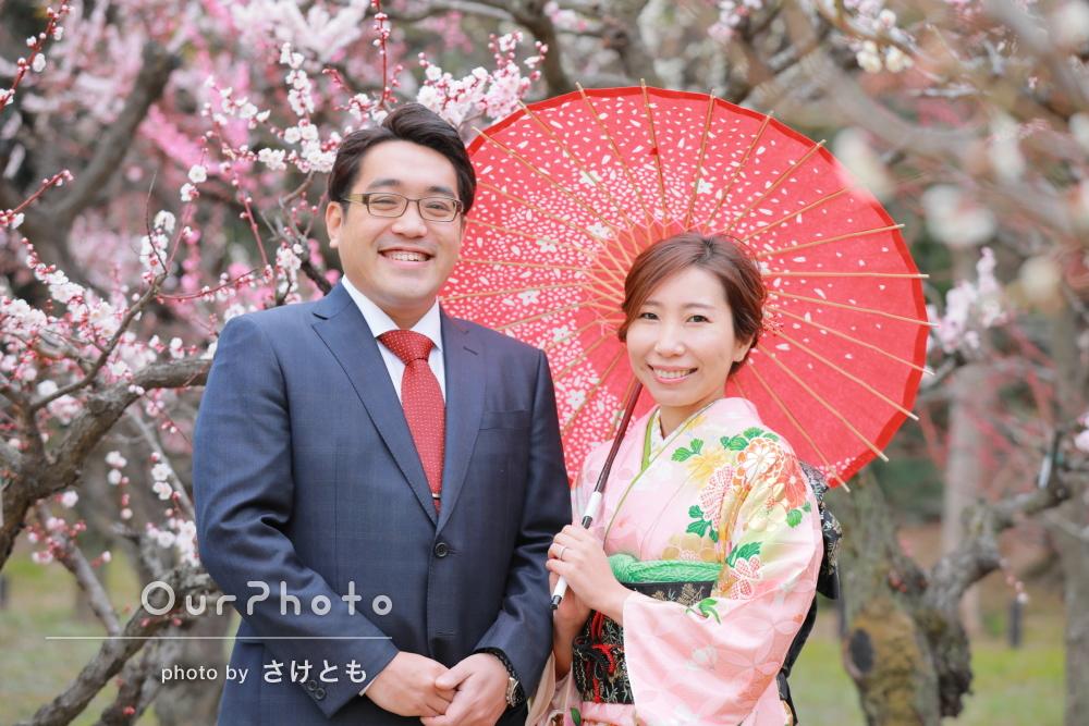 和装で梅満開の城内を散策!写真苦手でも自然な笑顔でカップル写真