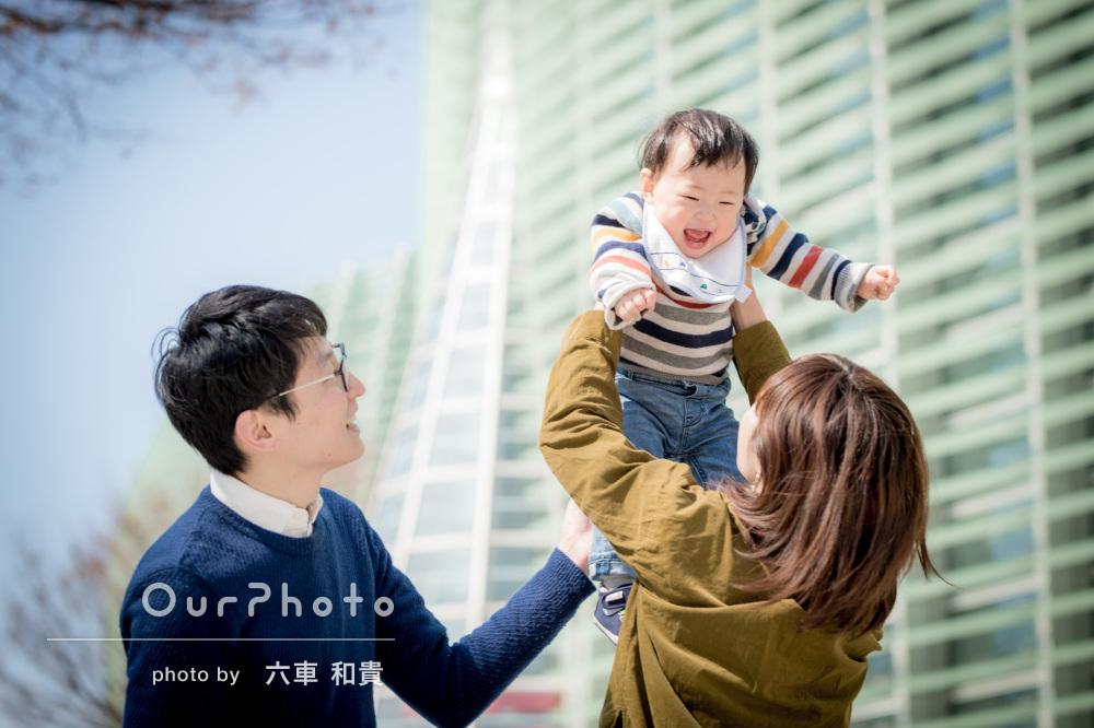 「希望に即した良い写真」有名建築をバックに家族写真の撮影