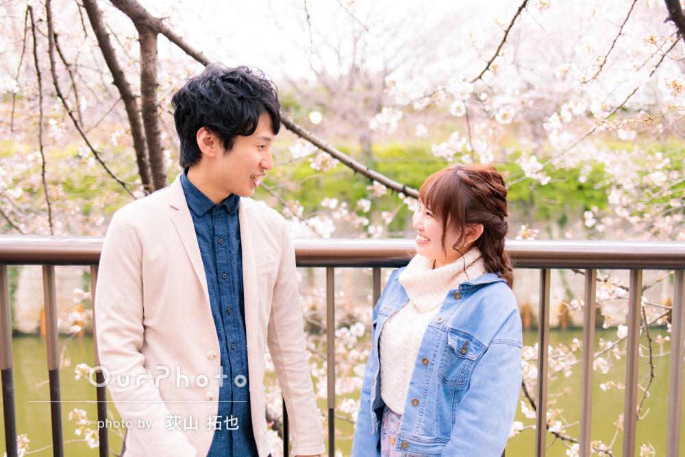 雨の日のお花見デート!桜や菜の花とのカップルフォトを撮影
