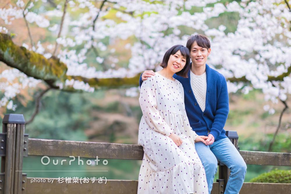 「やさしく説明しながら素敵な写真をたくさん」入籍記念のカップル写真