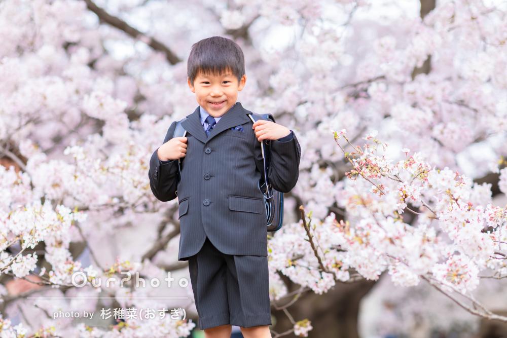 「桜の時期に入学式の前撮りをお願いしました」入学記念の家族写真