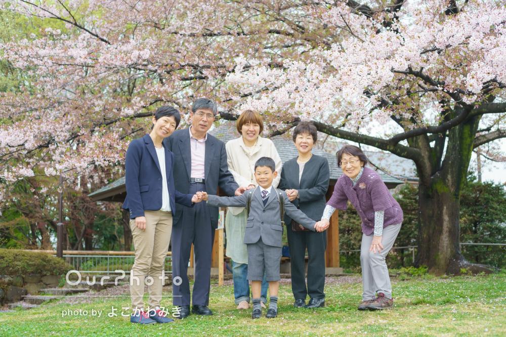 「入学式の良い記念になったと親族も満足」入学記念の家族写真