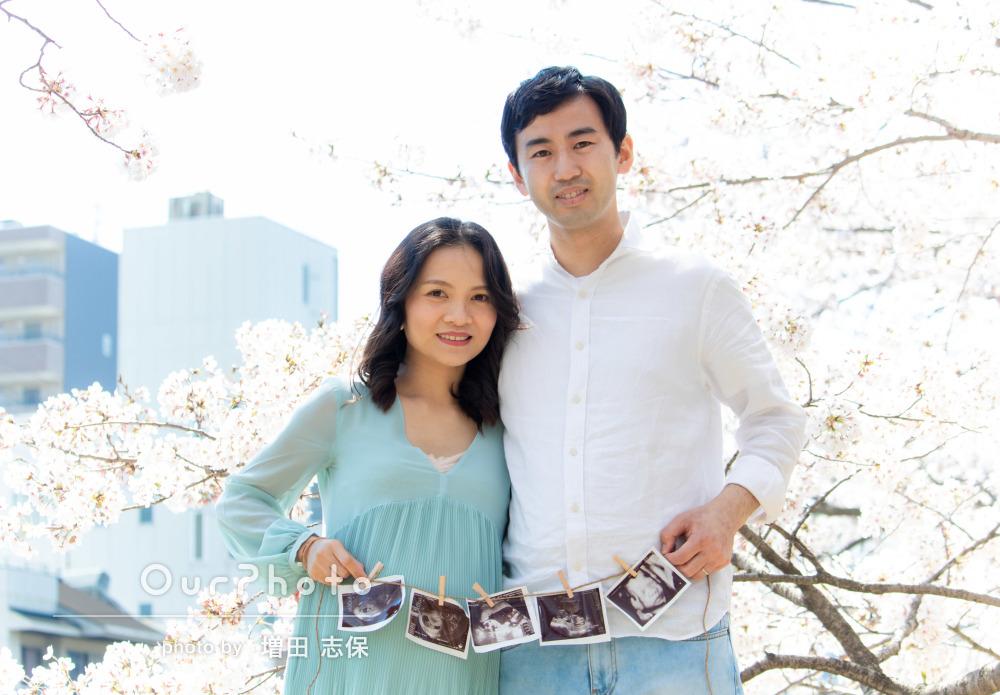 誕生が待ち遠しい!満開の桜の中で春のマタニティフォトの撮影