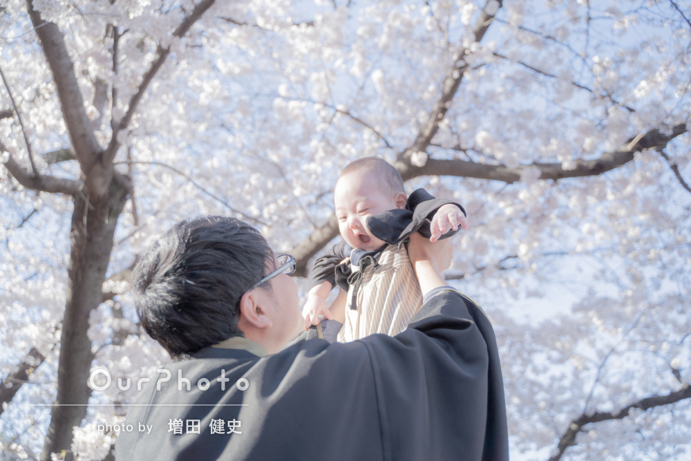 「すごくいい思い出になりました」桜の下で家族写真の撮影