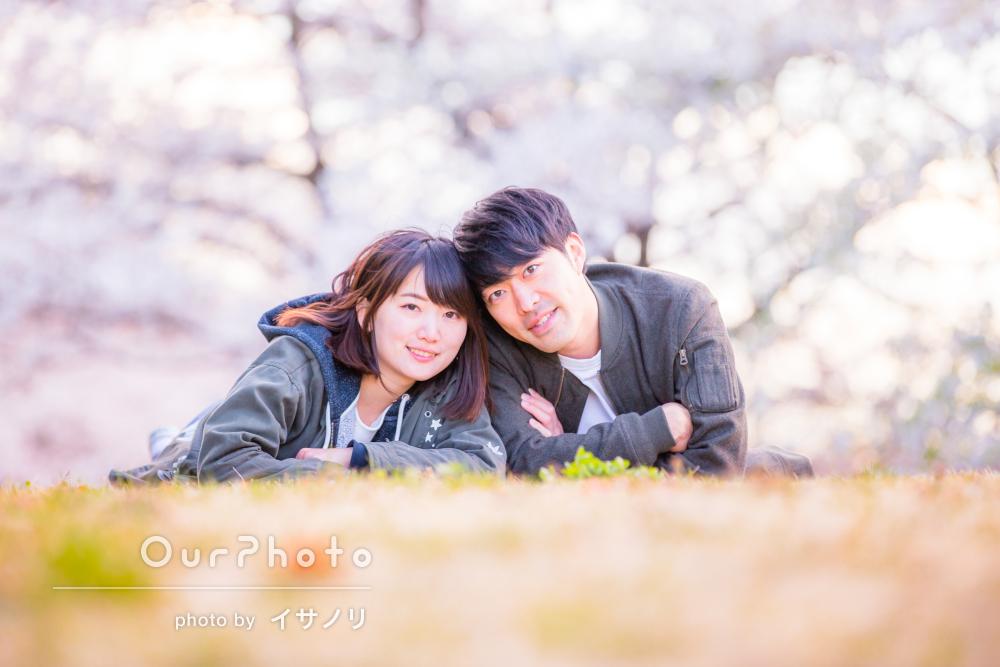 満開の桜の下で、ふんわり幸せカップルフォトの撮影
