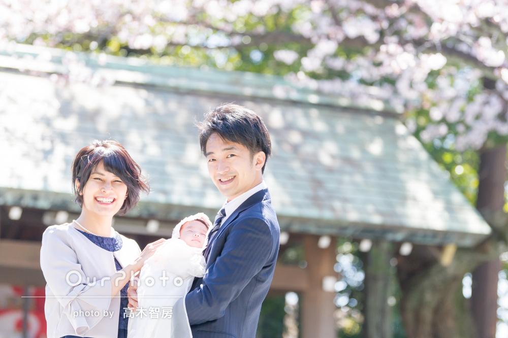 春の日差しと満開の桜!温かい雰囲気のお宮参りの撮影