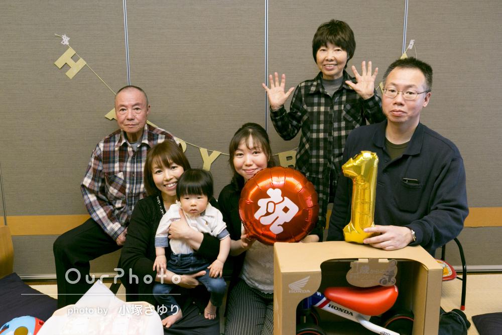 全員でお祝い!一歳の誕生日記念の家族写真の撮影