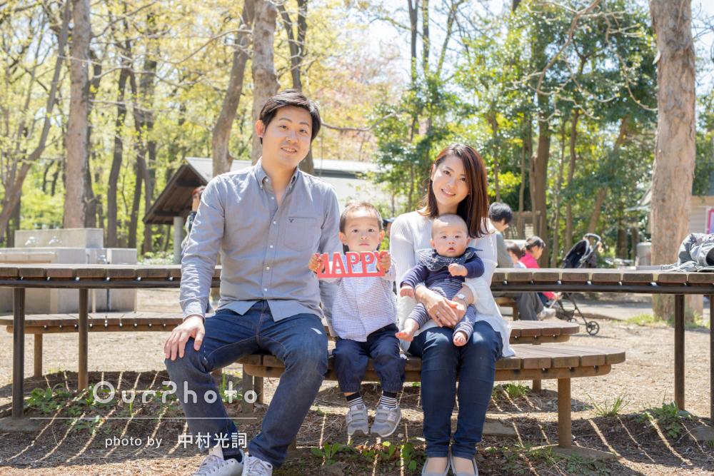 春のぽかぽか陽気の下で家族仲良くハーフバースデイの撮影
