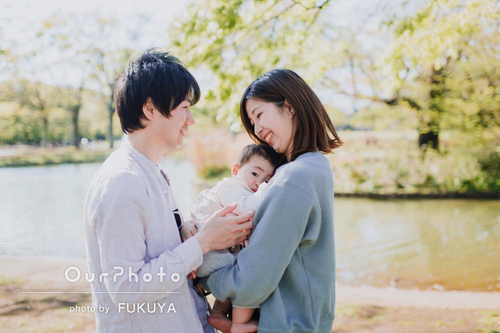 自然に囲まれて笑顔溢れる♪家族の記念写真