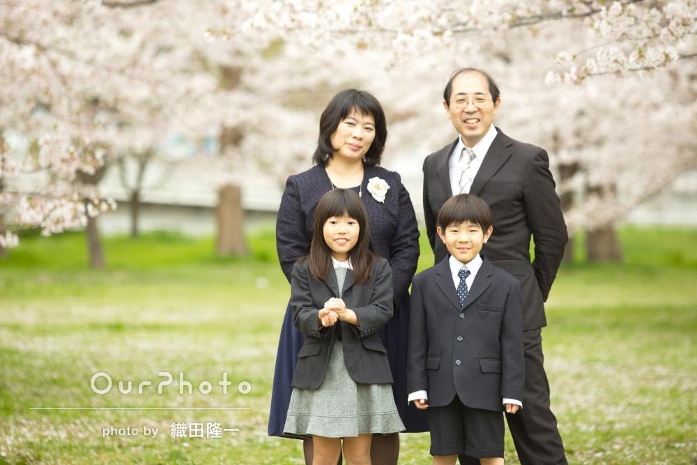 「こんなに自然な笑顔の写真に感動です」入学記念の家族写真の撮影