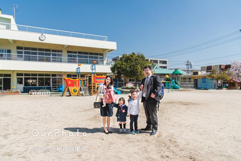 快晴の青空の下!幼稚園入園記念の家族写真の撮影